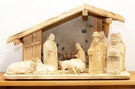 Betlém vyřezávaný s kamením