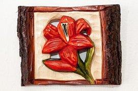 Červený květ - dřevěná plastika 14x18