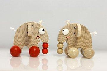 Dřevěná hračka Slon na kolečkách - 1