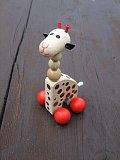 Dřevěná hračka - Žirafa na kolečkách