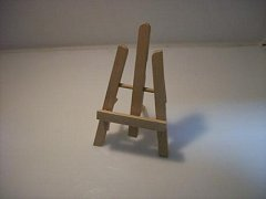 Dřevěný stojánek na vizitky, fotografie - malířský stojan