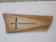 Dřevěný vyřezávaný kříž 20 cm