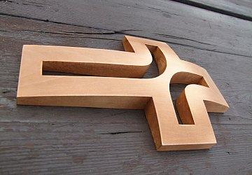 Dřevěný vyřezávaný kříž plastický - 20 cm - 2