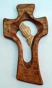 Dřevěný vyřezávaný kříž - ruce 27 cm