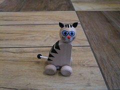 Kočka větší na kolečkách - 13 cm