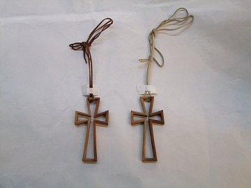 Kříž na krk prořezávaný - 10 cm - 1