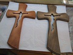 Kříž prořezávaný s Ježíšem - 55 cm