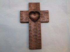 Kříž se srdcem  - 30 cm