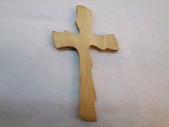 Kříž vyřezávaný - 21 cm