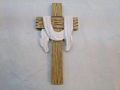 Kříž vyřezávaný - 26 cm