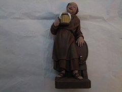 Mnich s půllitrem barevný - 25 cm