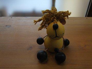 Pes na pružině - 1