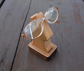 stojánek na brýle - nos - 1