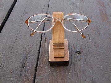 stojánek na brýle - nos - 2