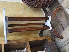 Stolek 3 nožky bílý - 70 cm