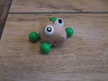 Žabka sedící na kolečkách - 4 cm - 1