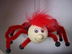Závěsná hračka - pavouk pro štěstí červený