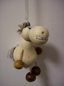Závěsná hračka - Zubatý kůň světlý - 1
